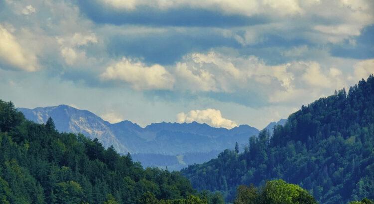 Kurzbesuch im Allgäu – Blick in die Berge am Alpsee